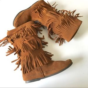 Minnetonka triple layer fringe brown suede boots 7